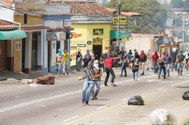 le 'pacifiche proteste' nel Tachira