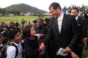 Multitudinario_recibimiento_a_Rafael_Correa_en_Otavalo