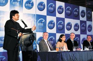 Evo-Morales-aniversario-nacionalizacion-Entel_LRZIMA20120504_0102_4